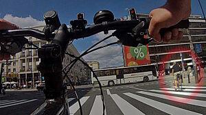 Reporter Faktów TVN testuje ścieżki rowerowe