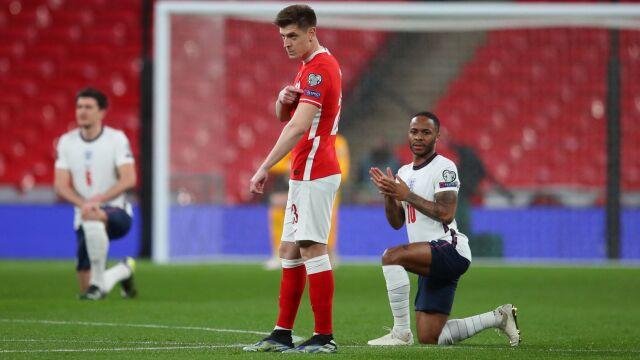 """Anglicy klęknęli na Wembley, Polacy nie. """"Neutralne, apolityczne stanowisko"""""""