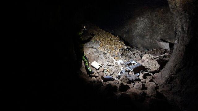 Jaskinia w Sudetach zasypana azbestem. Zrobiono z niej zsyp na śmieci