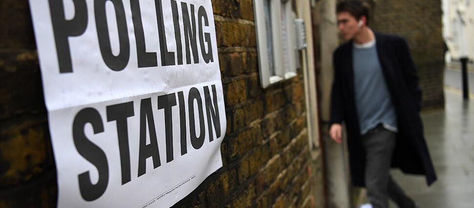 Exit polls: zwycięstwo konserwatystów  Johnsona. Mają samodzielną większość