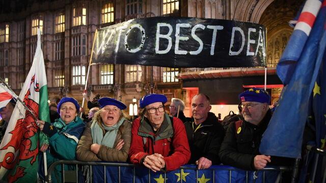 """""""Cyrk trwa, akrobaci wydają się jednak wyczerpani"""". Media o brexicie"""