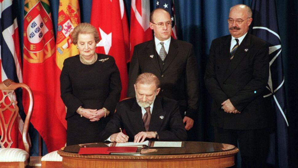 """20 lat temu Polska wstąpiła do NATO. """"Wysiłki dwóch prezydentów i siedmiu premierów"""""""