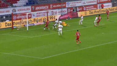 Metr do bramki, piłka już na nodze. Jak Lewandowski tego nie strzelił?