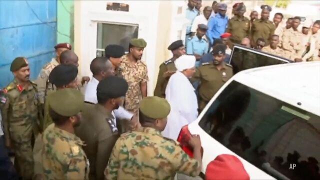Obalony prezydent Sudanu widziany publicznie pierwszy raz od kwietnia