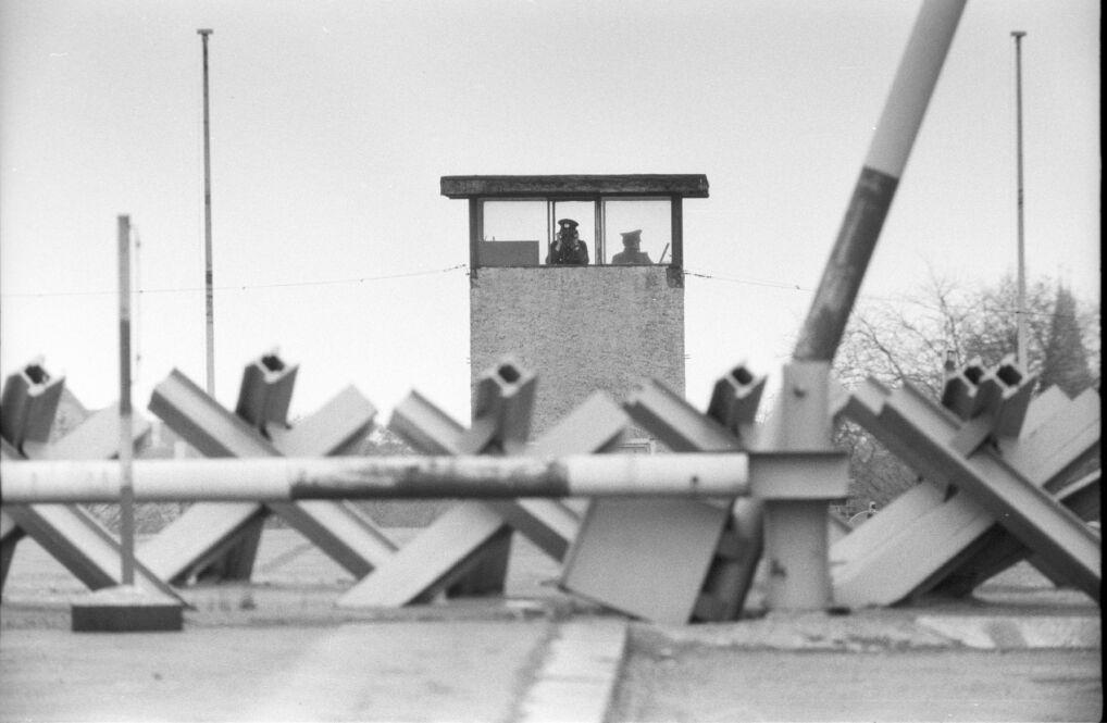 Wejście z zaporą do przejścia granicznego Bornholmer na Bösebrücke