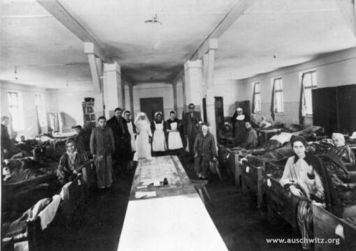Szpital dla więźniów wyzwolonych przez wojska radzieckie na terenie byłego obozu macierzystego Auschwitz I.