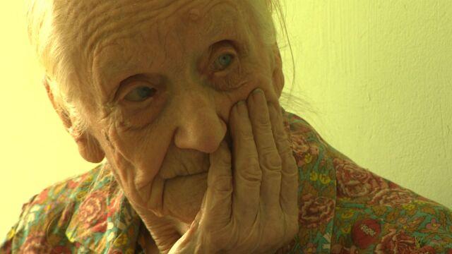 """""""Nie chce nic od życia brać, dba o innych"""". Do okradzionej 99-latki płynie pomoc z całego kraju"""