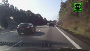 Pijany kierowca uderzył w pobocze i koziołkował. Dramatyczne nagranie z obwodnicy Trójmiasta