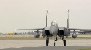 Awaryjne lądowanie F-15 w Powidzu. Do silnika wpadł ptak