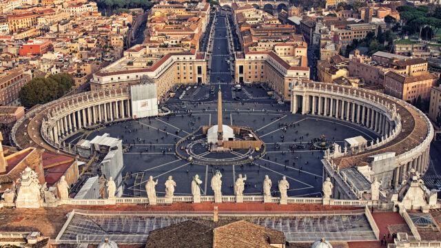 Watykan zmuszony do zaciskania  pasa. Długi wzrosły dwukrotnie