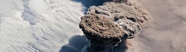 Tak wygląda erupcja wulkanu  widziana z kosmosu