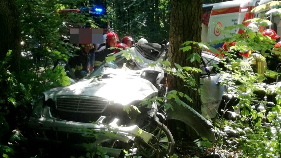 Zderzenie trzech aut. Jedna osoba nie żyje, wśród rannych są dzieci