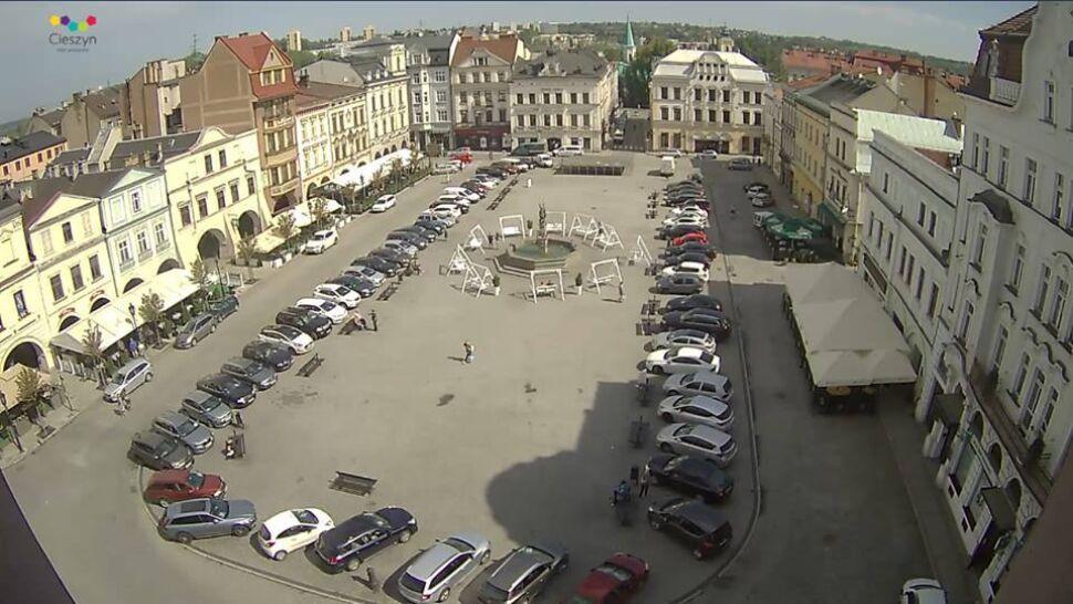 """Piękny rynek zamienił się w parking. """"Bo przyjechali goście z całej Polski"""""""