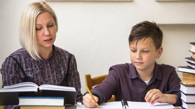 Mniejsze kwoty na dzieci uczone w domu? Minister: muszę liczyć pieniądze
