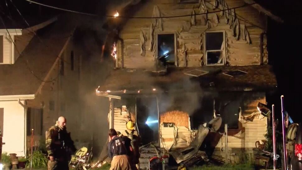 Troje dzieci strażaka zginęło w pożarze. On sam w tym czasie pojechał do fałszywego wezwania