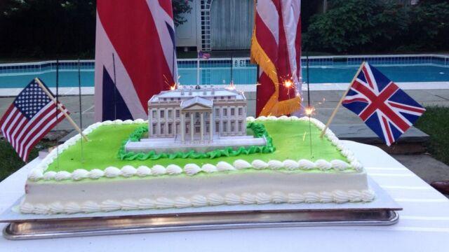 """Brytyjska ambasada """"świętuje"""" spalenie Białego Domu. """"Tym razem tylko zimne ognie!"""""""