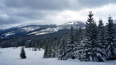 Mokro w wielu regionach, w górach intensywne opady śniegu