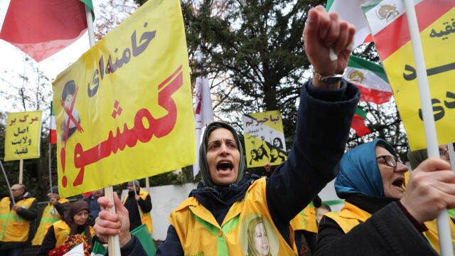W Iranie protesty przeciwko podwyżce cen ropy. Chamenei mówi o sabotażu