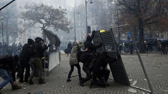 Zdemolowane budynki w Paryżu
