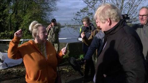 """Johnson odwiedził powodzian, padły gorzkie słowa. """"Nie spieszyłeś  się, co, Boris?"""""""