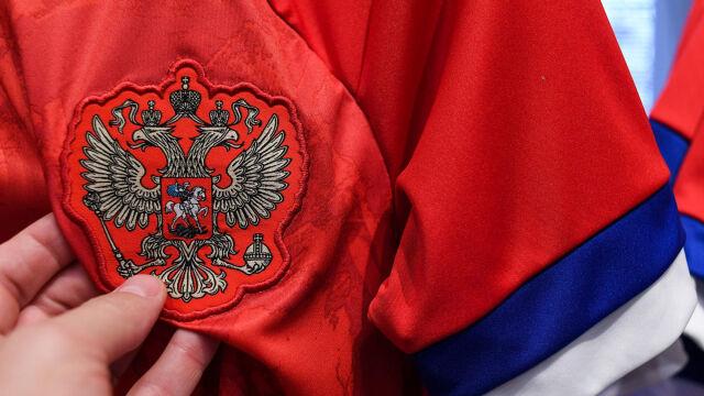 """Na koszulkach rosyjskich piłkarzy flaga Serbii. """"Trzeba klaskać z podniesionymi rękami"""""""