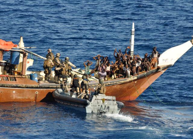 Unia będzie ścigać piratów na morzu i na lądzie
