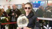 Joanna Jędrzejczyk chwali się mistrzowskim pasem UFC