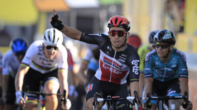 Ewan wygrał walkę sprinterów. Ekscytujący finisz 11. etapu Tour de France