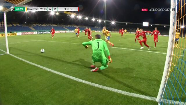 Puchar Niemiec. Eintracht Brunszwik - Hertha 3:2. Gol Martin Kobylański