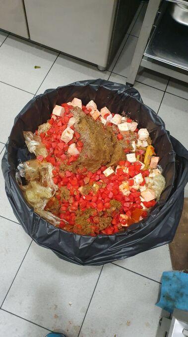 Pełny kosz na bioodpady