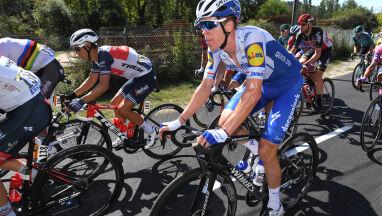 Ambulans potrącił kolarza w Tour de France. Kierowca stracił pracę