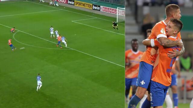 Potężny strzał z dystansu, piłka w okienku. Fenomenalny gol w Pucharze Niemiec