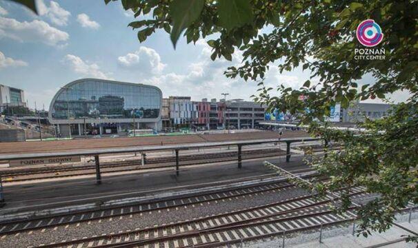 Zmieniające kolor panele widoczne są od strony Międzynarodowych Targów Poznańskich
