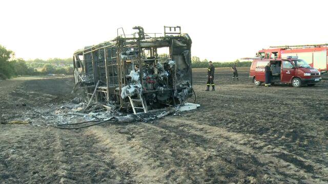 Pożar pola. Podczas akcji gaśniczej spłonął wóz strażacki