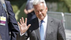 Krytykuje Johnsona, odchodzi z rządu,