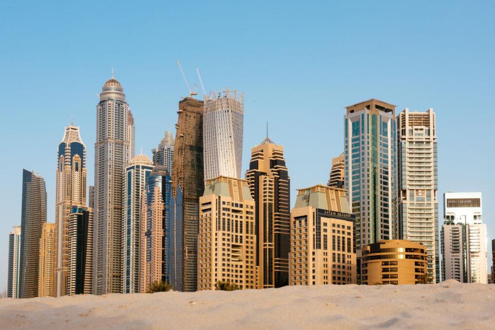 Szklane konstrukcje wyrastają w Dubaju wprost z piasku