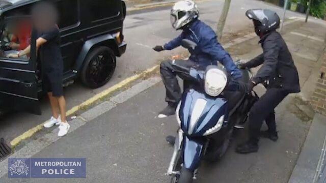 Policja udostępniła nowe nagranie z próby napaści na Oezila i Kolasinaca