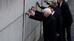 Prezydent Niemiec Frank-Walter Steinmeier, Węgier Janos Ader, Polski Andrzej Duda i Czech Milos Zeman  podczas uroczystości