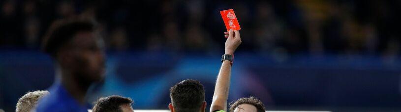 Dwie czerwone kartki, karny i gol w jednej akcji.