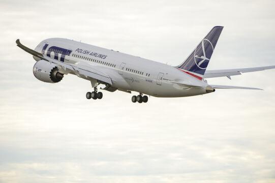 Samolot startuje z lotniska w Everett