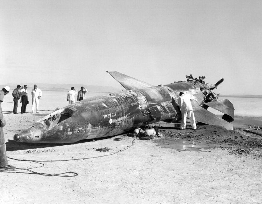 X-15, egzemplarz nr 2  po katastrofie Johna McKaya. Maszyna była poważnie uszkodzona, ale nadawała się do odbudowy. Została przy okazji poważnie zmodyfikowana w celu osiągania jeszcze większych prędkości. To na niej ustalono niepobity do dzisiaj rekord
