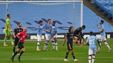 Kontuzje, czerwona kartka i fatalne błędy. Manchester City pokonał Arsenal i nadal jest w grze o tytuł