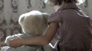 Gehenna trzech sióstr. Matka i dziadek oskarżeni o gwałty ze szczególnym okrucieństwem