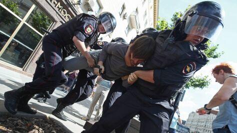 """Za """"przemoc wobec funkcjonariusza"""" i """"wzywanie do ekstremizmu"""". Wyroki w Moskwie"""