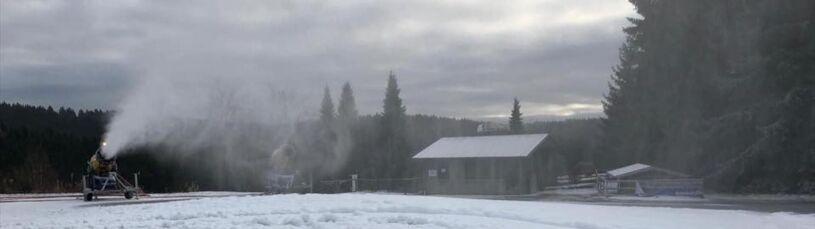 Problem przed konkursem skoków, sztuczny śnieg zniszczony.