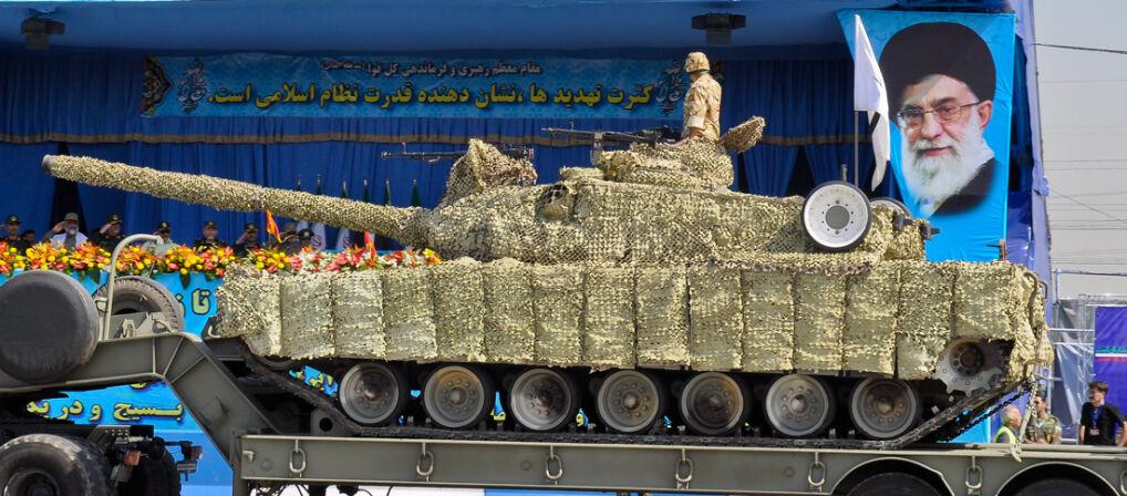 Czołg Zulfiqar, czyli hybryda amerykańsko-rosyjsko-irańska. Nie wiadomo ile udało się ich wyprodukować Irańczykom. Na paradach wystepują zazwyczaj w siatkach maskujących utrudniających przyjrzenie siędetalom