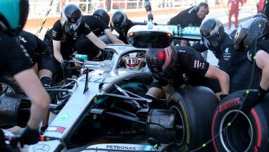 Wypadek Hamiltona na treningu. Kubica zamknął stawkę