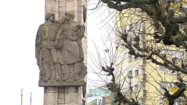 Rozbierają Pomnik Wdzięczności dla Armii Radzieckiej. Płaskorzeźby trafią na cmentarz