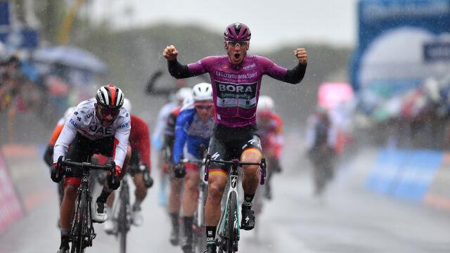 Ackermann wygrał w deszczu. Majka wciąż w czołówce Giro