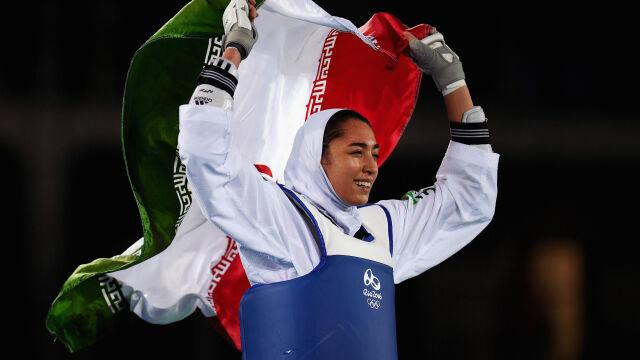 """Pierwsza irańska medalistka olimpijska opuściła kraj. """"Szok"""""""